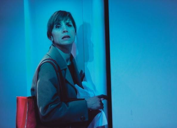 Anne Ryg spiller Ellinor i Marit Moum Aune og Riksteatrets oppsetning av Vigdis Hjorts roman Leve Posthornet. Foto: Fredrik Arff
